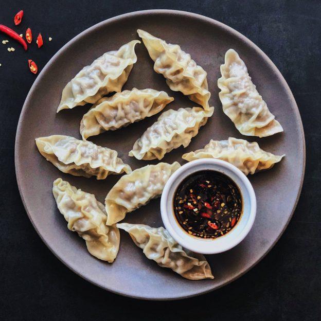 Steamed Mandu with Chili Garlic Dipping Sauce