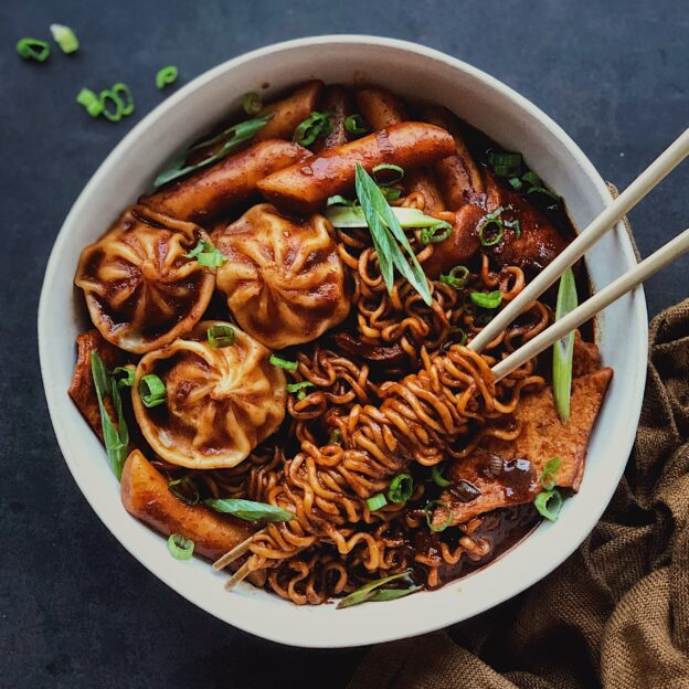 Chajang Rabokki With Steamed Dumplings